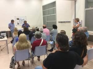 Assistents a la trobada informativa i de debat al casal de Torre-sana, el passat dijous 25 de setembre Foto: OC