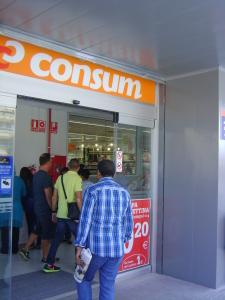 Entrada al nou supermercat de la cadena cooperativa d'origen valencià Consum (Foto: PV)