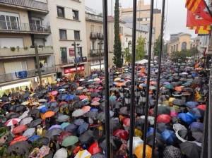 El Raval de Montserrat a besar tot i la pluja. (Foto de: @manelmarquez)