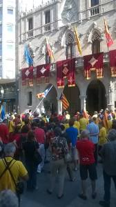 Manifestació davant l'Ajuntament demanant el suport a la Consulta el passat 11 de setembre. (F: PV)