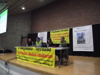 Mesa de l'acte dels Iaioflautes per la Llei de Dependència (Foto: OV)