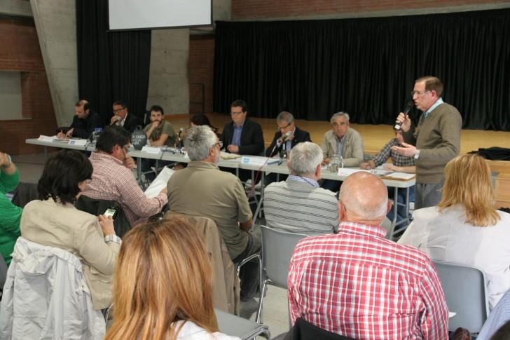 El president de la Favt i membre de la Taula de l'Aigua, Ramon Clariana, presenta el debat. Foto: PV