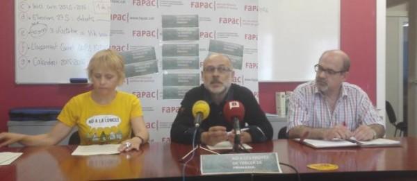 Representants de la Federació d'associacions de pares i mares de Catalunya en roda de premsa. Foto: FaPac