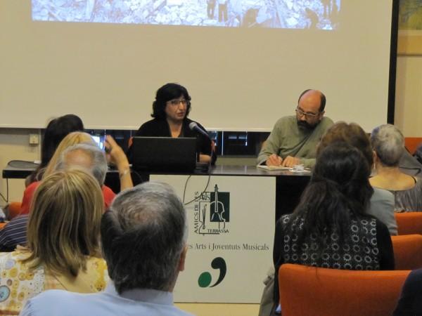 Nazanin Armanian durant l'exposició. Foto MLRS