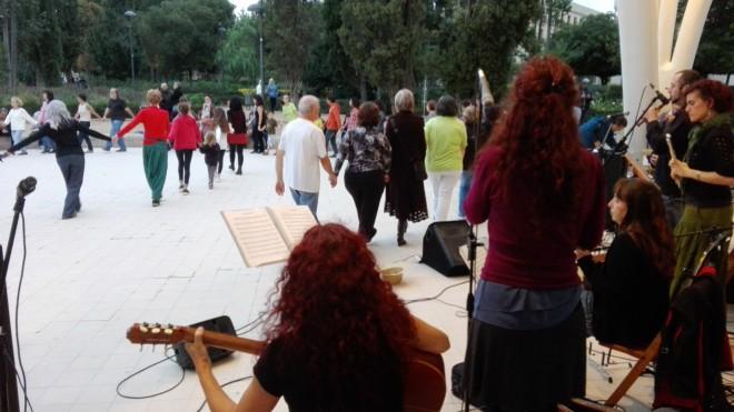 Trobada i festa de Treure Ball, parc de Sant Jordi, amb Bauma Folk, 09 d'octubre, Foto PV