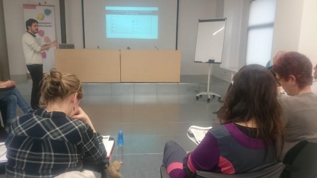 Joan Antoni, de Notus, exposa la diagnosi sobre la situació de l'economia social i solidària a Terrassa. Foto MG