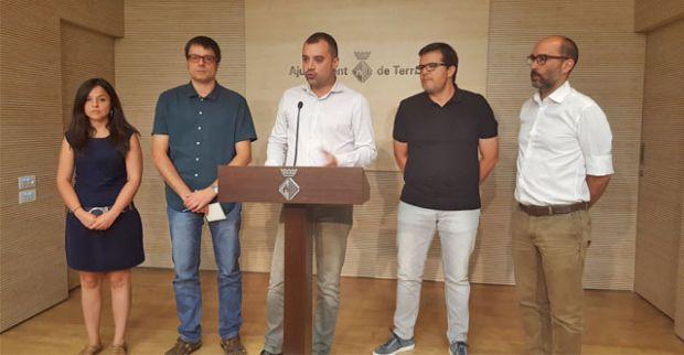L'Alcalde i les portaveus dels grups municipals favorables a la municipalització fan públic l'acord. Sumen 20 regidores d'un total de 27. Foto: Ajt. Terrassa