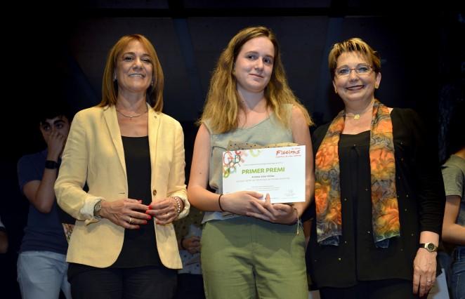 La guanyadora Andrea Soler, entre Ester Franquesa i Mari Carmen Rodríguez. Foto Amic