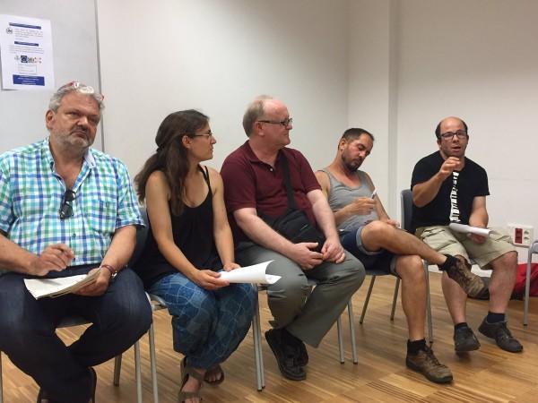 Des de l'esquerra, membres d'Espai Drets de Terrassa (Joan Tamayo, Sònia i en J. Vila) i d'entitats de suport a persones amb discapacitat Plena Inclusió (Ivan i Xavier Borràs). Foto EDDHST