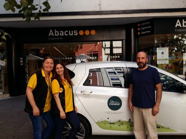 Treballadores d'Abacus (Mataró) i Ricard Jornet de Som Mobilitat. Foto Clade