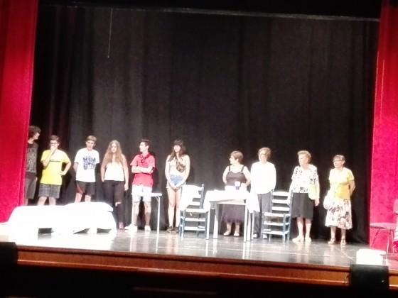 Al teatre dels Salesians, l'alumnat de 3r d'ESO va participar en el programa i en una obra de teatre. Foto PV