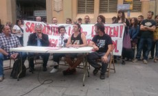 La solidaritat amb l'Ermengol es mostra -valors, rauxa i força- al Raval: si toquen a una, ens toquen a totes!
