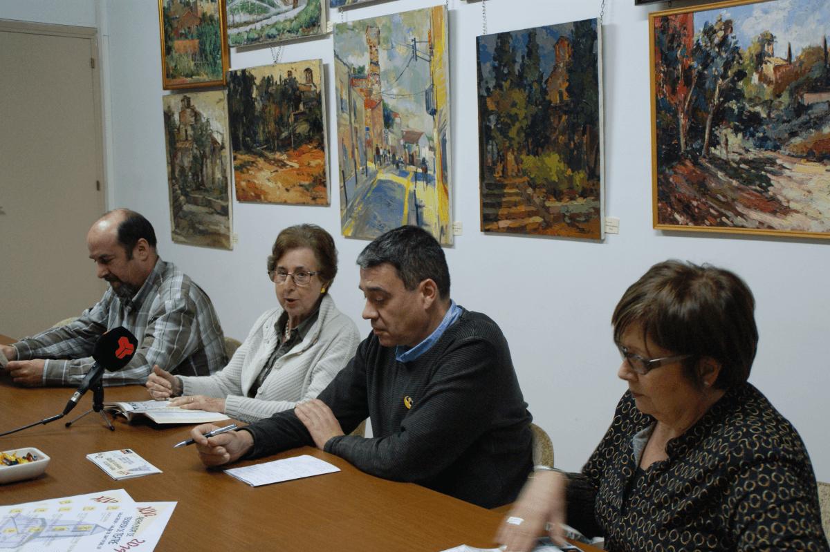 Eduard Garcia, Teresa Casals, Jordi Serra i Àngels Alcaraz en la sala de juntes del Casal de Sant Pere presentant el 45è Premi Ciutat de Terrassa de Teatre
