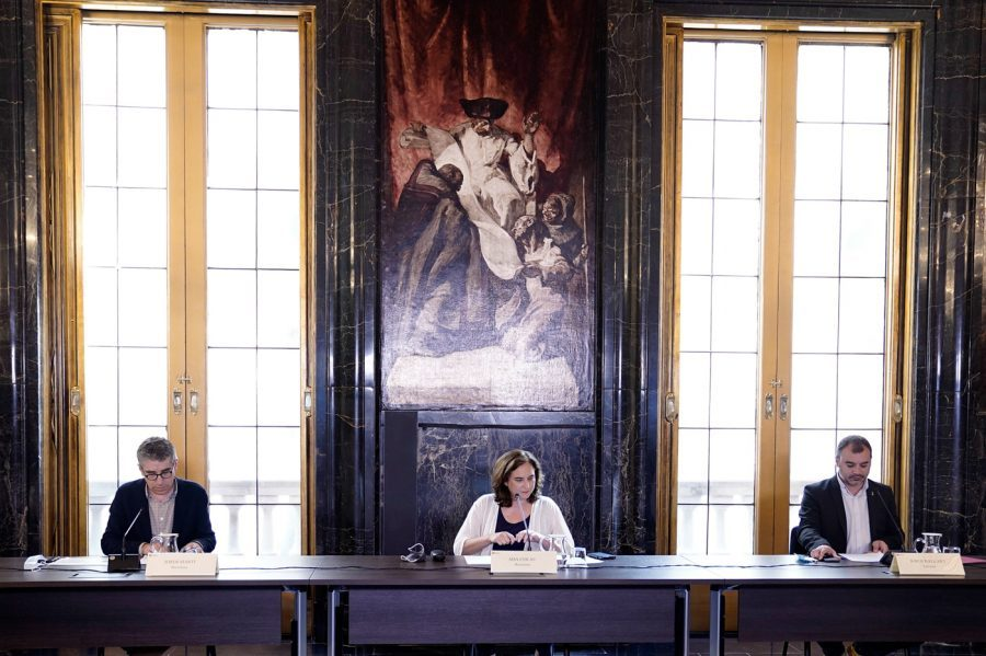 Jordi Ballart (dreta) amb l'alcaldesa de Barcelona Ada Colau, a la reunió del Pla Estratègic Metropolità. Foto: Ajt. Trs