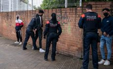 UCFRTerrassa i veïnes i veïns afectades denuncien l'assetjament policial al barri de Ca n'Anglada
