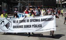 Els bancs continuen buidant la ciutat d'oficines i caixers